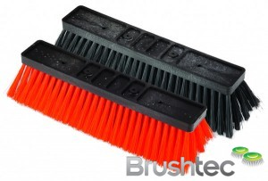 Window cleaning brush